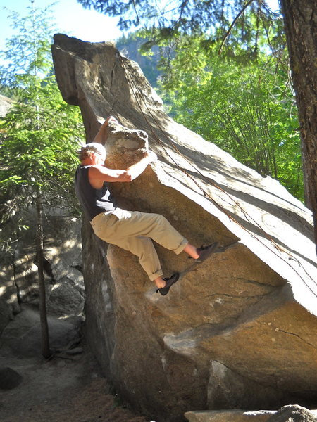 Up the 'Stairway', down the 'Rail'. Fun spring bouldering!