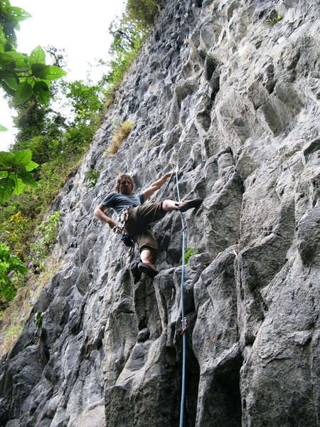 Eli leading Bongoso (6b) at Cuyuja Crag.
