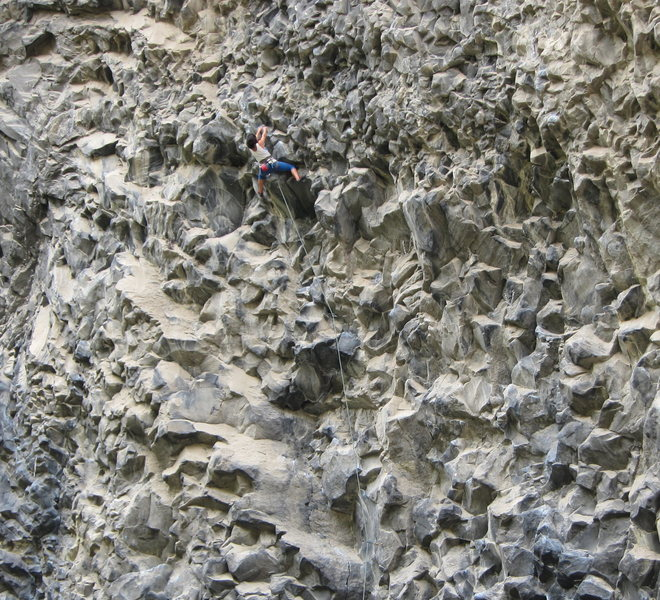 Sara Navarette getting it done at the crux of a long 5.12 at the zoo.