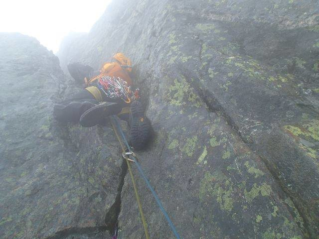 Squeezing up Heftyes Couloir in typical Hurrungane conditions