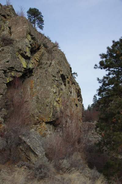 Rock Climbing Photo: Huntsman Cliff from the South