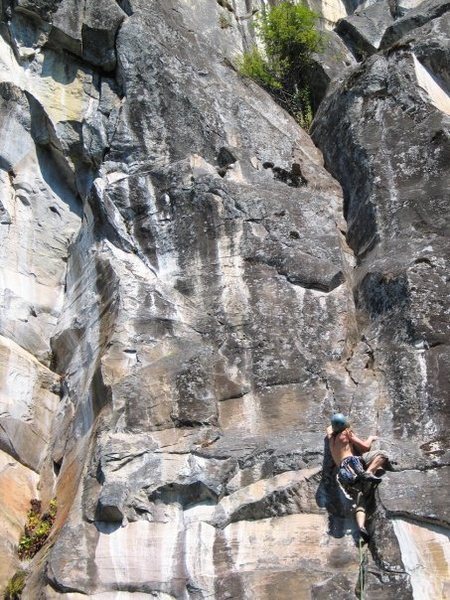 Rock Climbing Photo: Mike Holmes pulling BDF's 1st pitch crux.  Baker's...