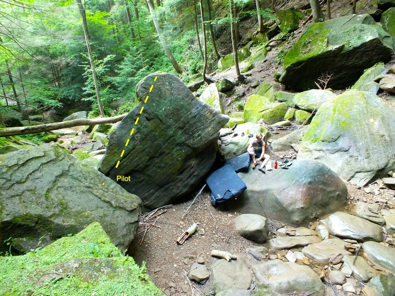 Left side of cascada boulder.