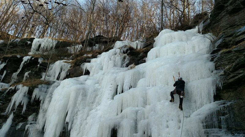 Rock Climbing Photo: Leading at the top of the gully