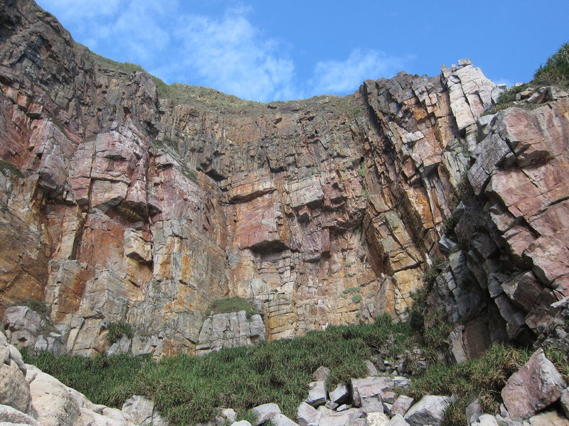 Rock Climbing Photo: From between Music Hall and First Cave, looking up...