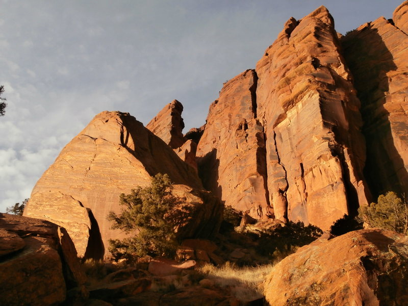 Rock Climbing Photo: Hamm Boulder.  The crack climbs are behind on the ...