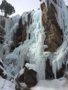 Rock Climbing Photo: Popstar follows the ice more-or-less under the rop...