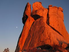 Rock Climbing Photo: Middle spire at sunset with nearly full moon risin...