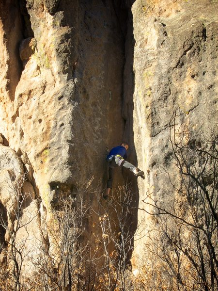 Rock Climbing Photo: In the thick of the tricky stemming low on the rou...