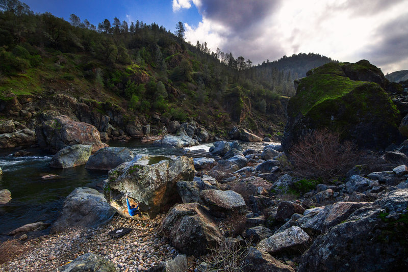 Rock Climbing Photo: Handlebar boulder