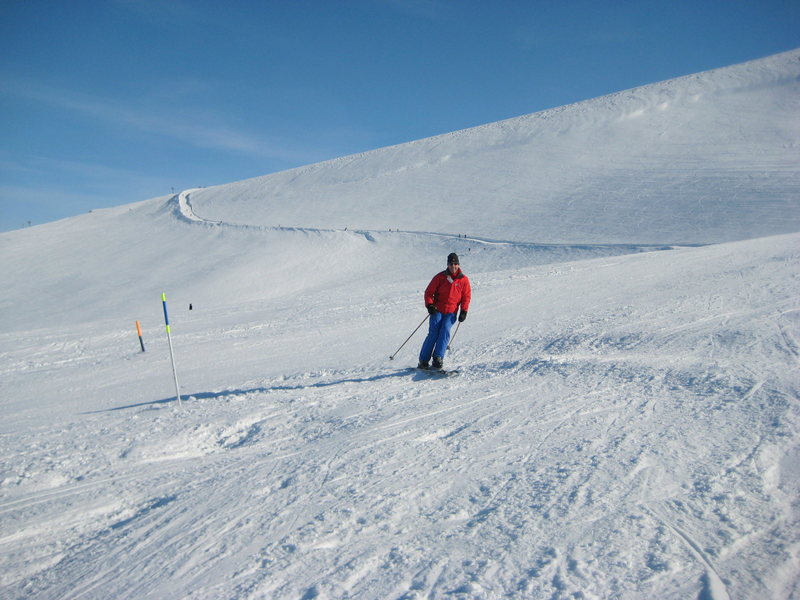 Crowded piste at Cairngorm, Scotland