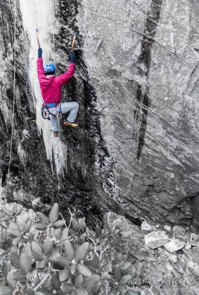Ice climbing Devil Cellar at Table Rock, North Carolina. Thanks @karstendelap for the photos.