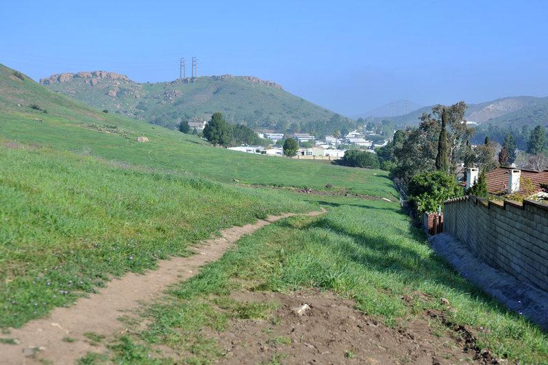 Rock Climbing Photo: Hike clock-wise around the neighborhood on an obvi...