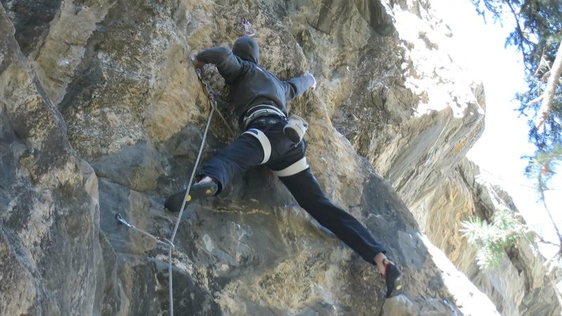 Rock Climbing Photo: Starting moves to gain the upper headwall.