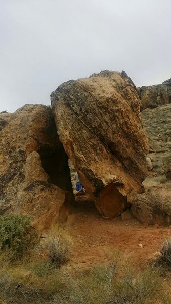 lean-to boulder