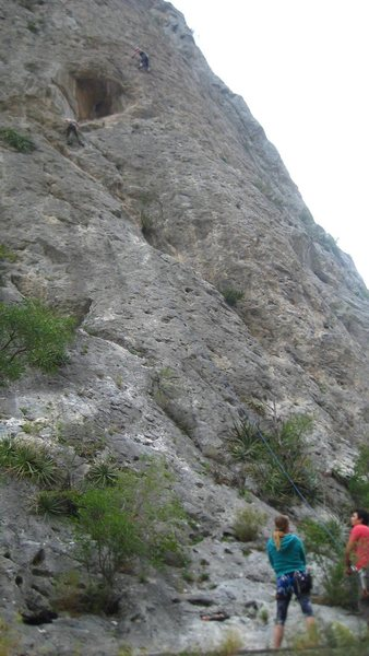 Jordan Otto on the 1st pitch of Joes Garage on the left. With anoth climber above and to the right on Gringo Disco.