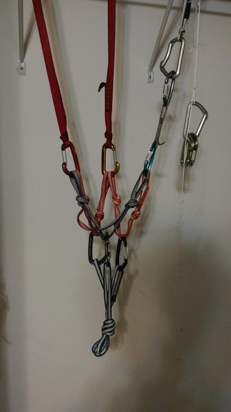 full set up- the bottom 4' sling masterpoint is optional