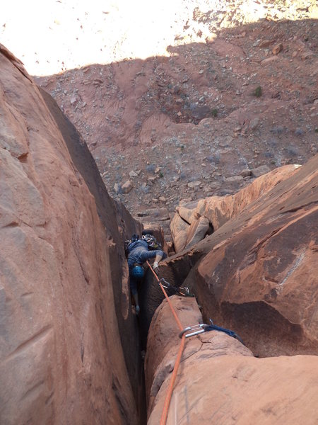 Steve pulling through the wide section into the final chimney