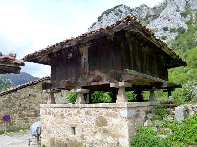 Ancient house design for grain storage at El Llano in Valle de Quirós