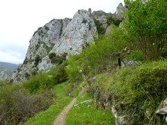 Rock Climbing Photo: Path leading to El Escalón