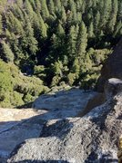 Rock Climbing Photo: There is a 2bolt anchor at the top of the climb on...