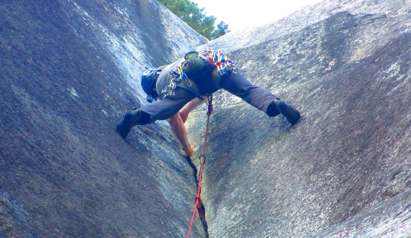 Rock Climbing Photo: Stemming the upper section