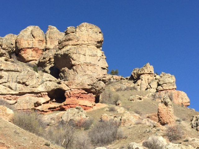 Great Outlook on main wall directly behind &quot;The Monk&quot; tower.  Project on steep wall/cave to the right.<br>