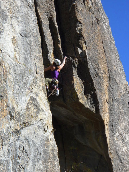 Dede leading past the roof on pitch 1.