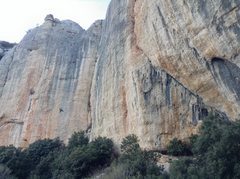 Rock Climbing Photo: Rata Arraconada, showing right side of Misa with t...