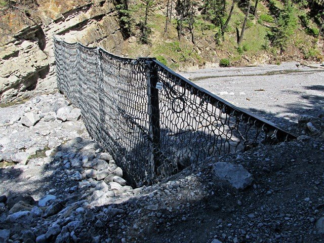 The dam that you must cross before entering the canyon proper. right side is the right side!