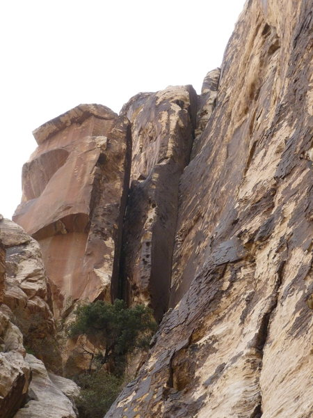 Rock Climbing Photo: Stick Dihedral from the floor of stick gully.