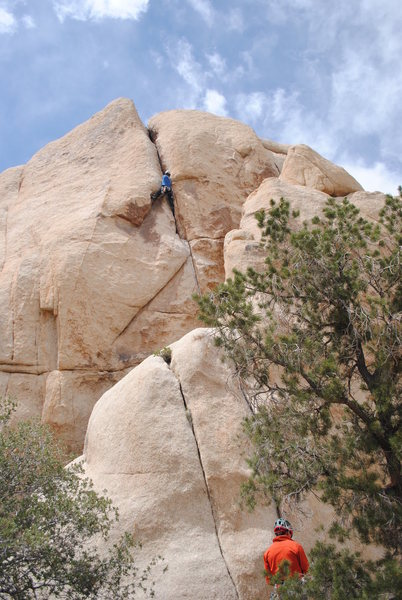Rob, cruising the upper section while his belay scans the guide for the next route.