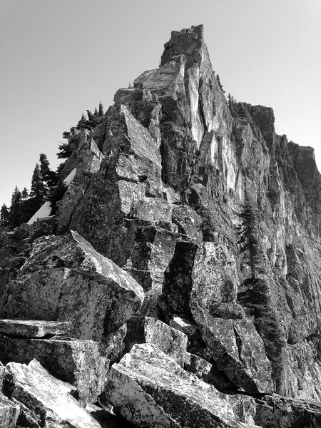 Lundin Peak, West Ridge