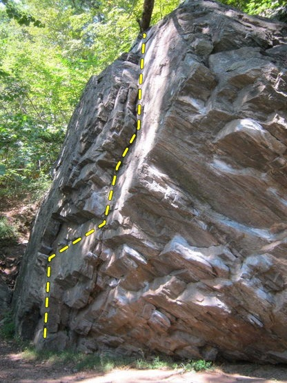 Rock Climbing Photo: The V2 route starts under the slabby protrusion on...