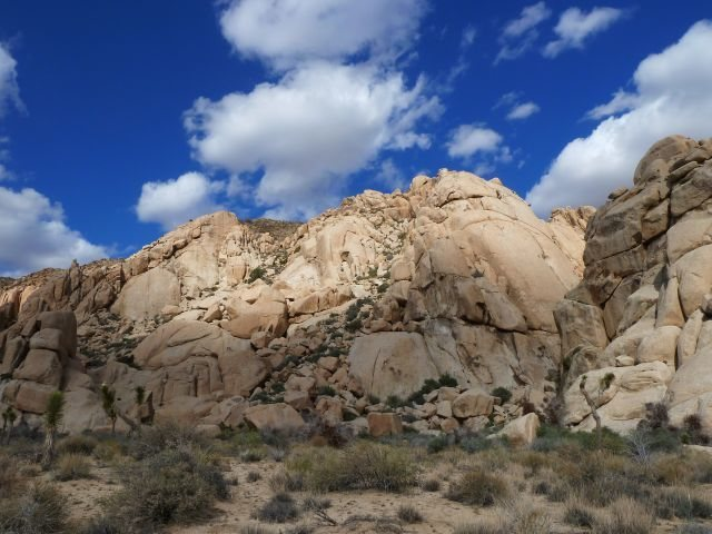 Rock Climbing Photo: The Comic Strip (Southwest Face), Joshua Tree NP