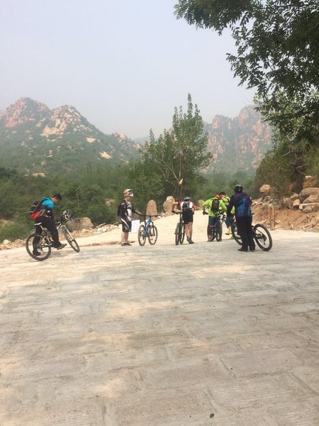 Mountain biking in 北京后花园 后白虎涧 Changping Mountain Park, Changping district, Beijing, P. R. China.