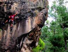 Rock Climbing Photo: Corey Ellison onsighting his way through the bulgy...