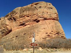 Rock Climbing Photo: Pull out for Bear Hollow climbing areas. The cliff...