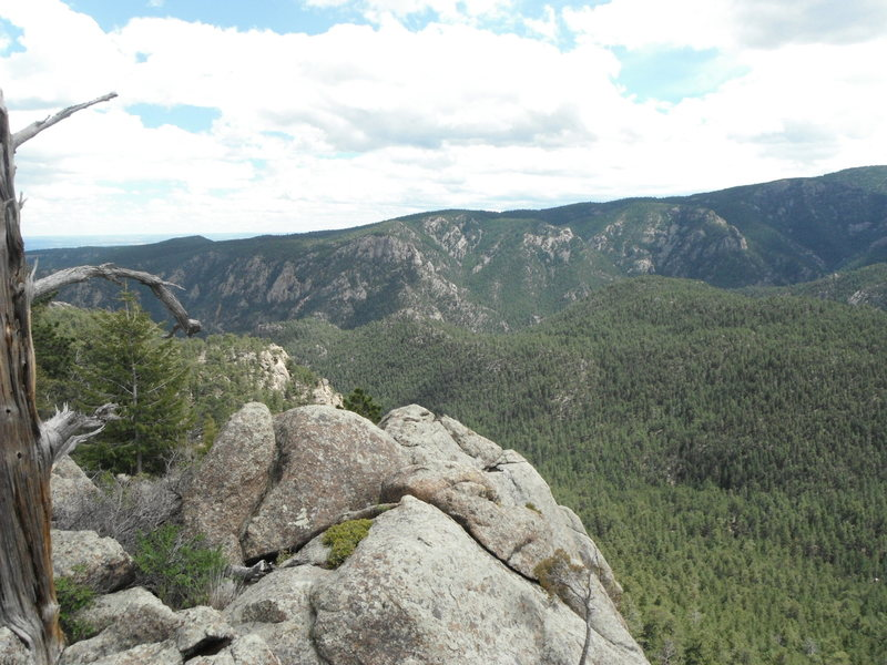 Rock Climbing Photo: The view from the top of Journeyman looking SSE.