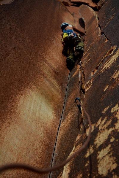 Anunta V climbing up the left crack