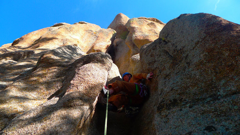 Rock Climbing Photo: Starting up the funky chimney on Moor's Crossing.