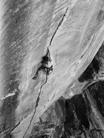 The splitter Hanging Judge 5.12-, Winslow Wall.