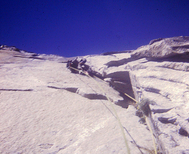 FA Mescalito (The End All Wall), Steve leading the 2nd pitch above the molar traverse.