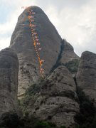 Gorro Frigi via Stromberg. <br />Ruta ideal para verano. <br />Equipada con parabolts amarillos. <br />Descenso: rapel o destrepe pulido i delicado.