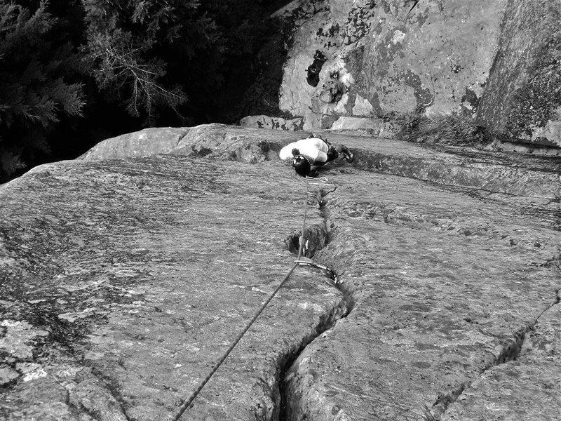 Rock Climbing Photo: Josh H. Cruising up the beautiful crack.