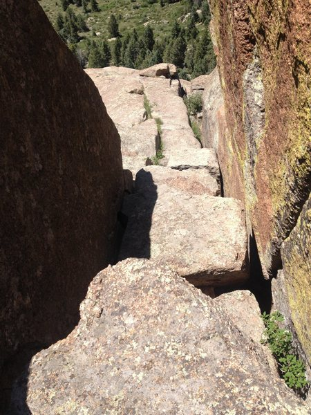 Rock Climbing Photo: Looking down from the chockstone in the keyhole. Y...