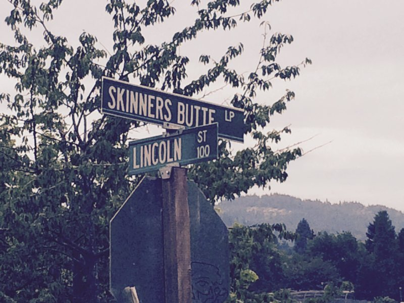 At the intersection of Lincoln St and Skinners Butte.