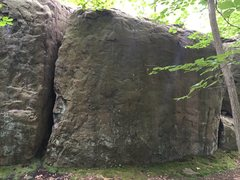 Rock Climbing Photo: Tall Walls at the NW Corner.  Splitter crack right...
