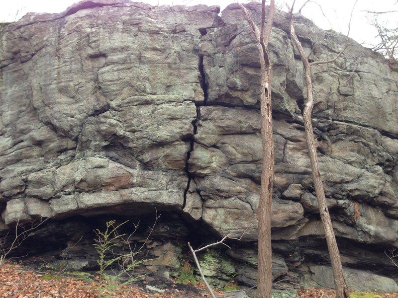 Obscure overhanging crack near squirrel rocks
