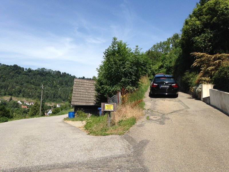 Approach to Bollerfels.  Veer right at this fork and continue until road turns into dirt path.  Parking is not allowed here.